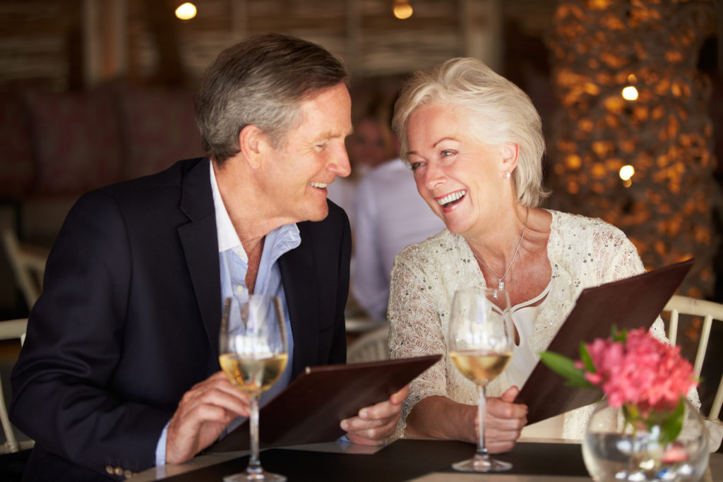 retired-couple-dining